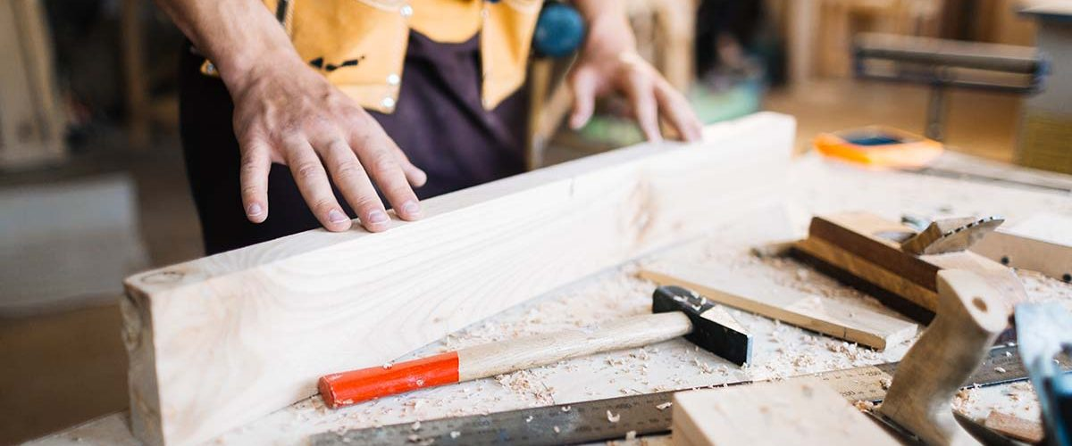 Examining quality of wooden board